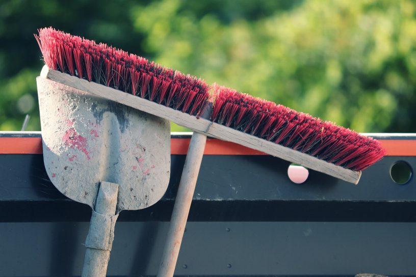 Broom Blade Faceplate Site  - manfredrichter / Pixabay