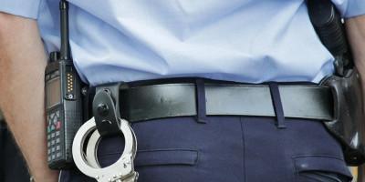Police Cop Police Uniforms  - cocoparisienne / Pixabay