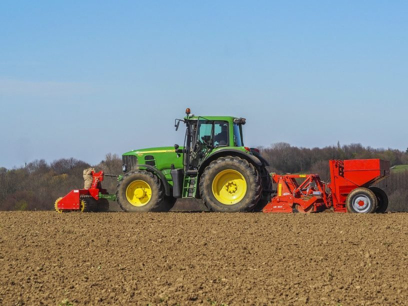 Agriculture Tractor Landscape Field  - MichaelGaida / Pixabay