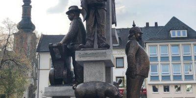 Bad Kreuznach: Schilderklau am Kornmarktbrunnen