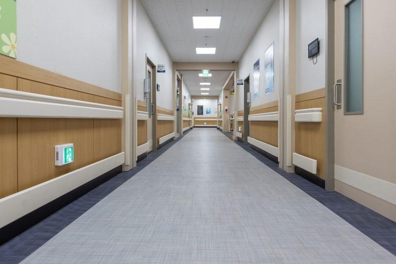 Hallway Hospital Clean Rooms Doors  - mspark0 / Pixabay