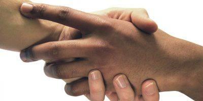 Hands Support Solidarity Friendship  - graphisland / Pixabay