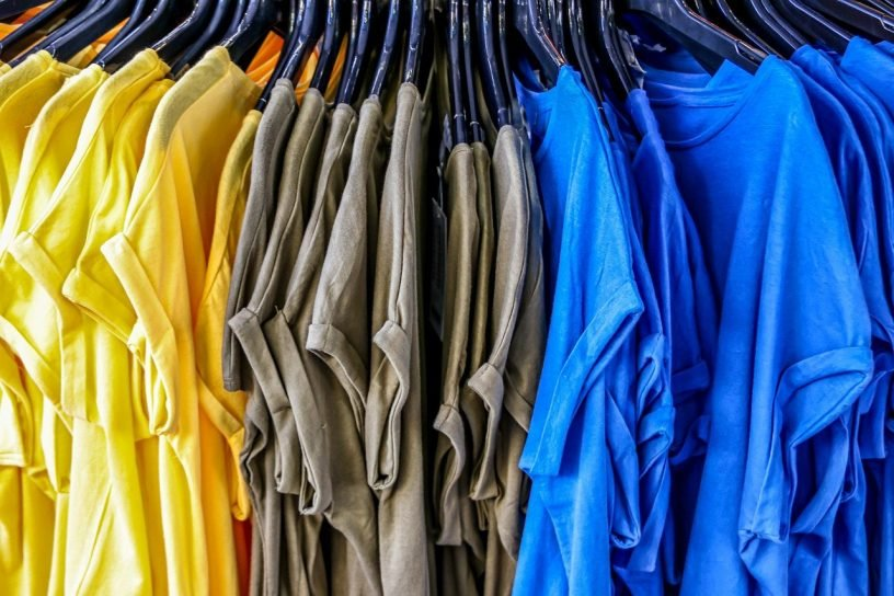 T Shirt Buy Sales Stand Casual  - analogicus / Pixabay