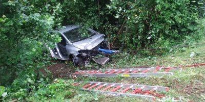 Bad Kreuznach: Autofahrer rutscht Böschung herunter