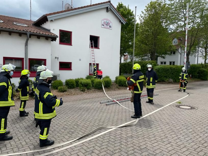 Kombi-Feuerwehrlehrgang in Rüdesheim erfolgreich beendet