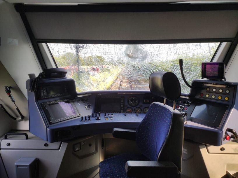 Regionalbahn mit Traktor kollidiert