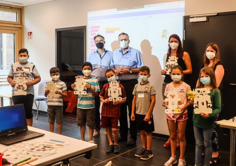 Kinder bauen Roboter in der Bücherei³
