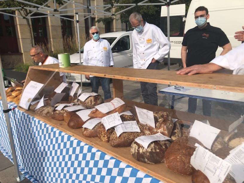 Brot-Testung auf dem Kornmarkt
