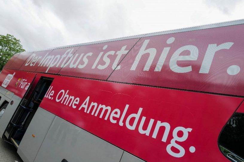 Impfbus hält in Herrstein
